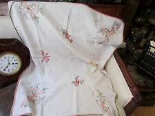 ancienne nappe en toile brodée a la main broderie decor floral