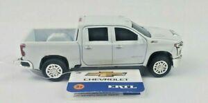 1/64 Ertl 2020 Chevrolet Heavy Duty 2500 White Truck Gooseneck Hitch