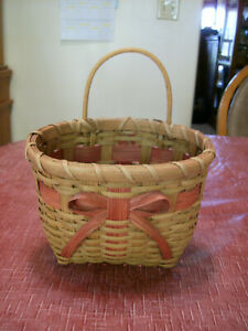 WALL BASKET WOVEN WOOD WITH RED BOW