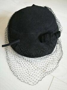 Ancien chapeau en feutre noir à voilette