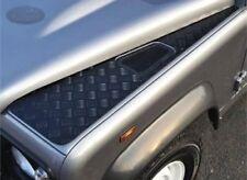 Land Rover Defender 90/110 Aile Haut Chequer Plaque > 2006-NOIR-RE566B