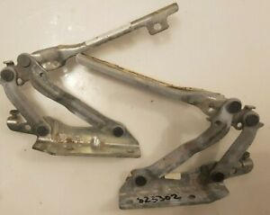 PAIR OF NEW GENUINE VW  GOLF MK6 BONNET HINGES O/S AND N/S 1KM823301/ 302