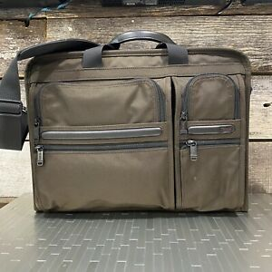 Tumi Alpha 2 Compact Large Computer Screen Commuter Briefcase/Messenger Brown