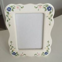 """Vintage Burnes White Flower Picture Frame for 5"""" x 7"""" Photo Photograph"""