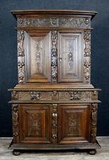 Cabinet Renaissance en bois naturel sculpté
