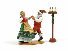 King & Country Soldiers XM009-02 WWII Christmas Mr And Mrs Claus Having Fun