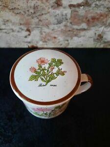 Teetasse mit Sieb und Deckel Motiv Stockrose - Alcea rosea Höhe 9 cm