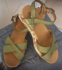 Bass Sz 10 B Green Leather/Flower Pattern Cloth Border Women's Sandals Shoes