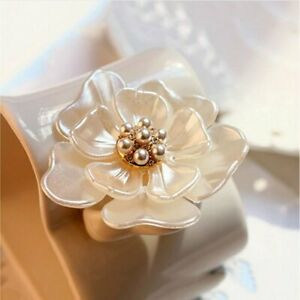 Fashion Camellia Flower Brooch Pins Brooches Women Dressing Decoration Jewelry