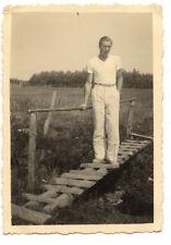 Homme debout passerelle pont - photo ancienne amateur an. 1934