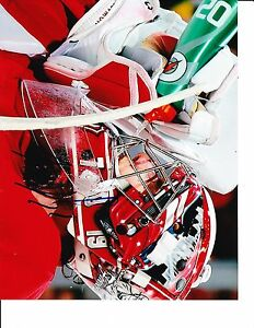 DETROIT RED WINGS JIMMY HOWARD SIGNED DRINKING 8X10