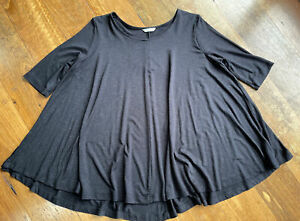 Metalicus 3/4 sleeve top with metallic shine- One size (generous)
