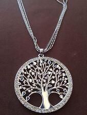 Collana lunga colore argento con ciondolo albero della vita circondato da strass