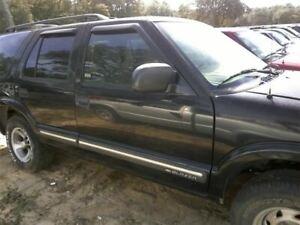 Passenger Front Door Chevrolet Electric Fits 98-05 BLAZER S10/JIMMY S15 334357