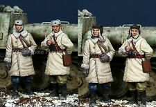 Alpine Mins 35092 Russian Tank AFV Crew Winter Dress WW2 1/35th Unpainted kit