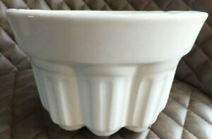 VINTAGE WHITE CERAMIC JELLY MOULD - 621. DECORATIVE TOP AND SIDES