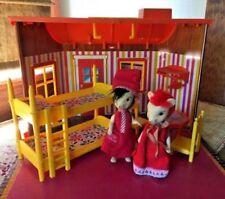 Casa e mobiliário para bonecas