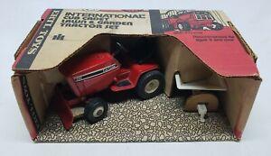 International Harvester Cub Cadet 682 Lawn & Garden Tractor Wagon Set 1/16 Ertl