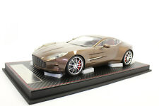 FrontiArt f019-24 Aston Martin 2010 one77 Magma red 1:18 NEUF avec emballage d'origine