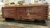 Athearn.HO BB 40' Boxcar Custom Lettered, Weyerhauser, Upgraded, Exc.