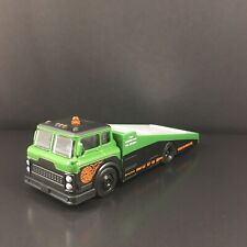 FORD COE RAMP TRUCK CAR HAULER TOW TRUCK 1:64 SCALE DIORAMA DIECAST MODEL CAR