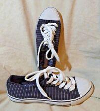👠 Xhilaration Classic Sneakers size 8 M; Black w/ Silver Pinstripes!