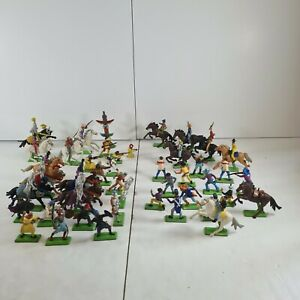 Large lot of britains 1971 figures cowboys, Indians, knights 44 pieces