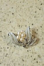 Silver Tone-Vintage New Condition Pearl Brooch-Simulated Pearl On