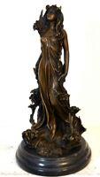 Figura de Bronce Estilo Moderno Desnudo en Bronce con la Firma en Base de Mármol