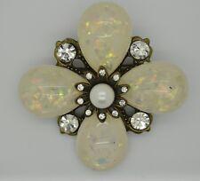 VINTAGE FLOWER SHAPE WHITE PEARLS BALL / CLEAR STONE FASHION BROOCH /PIN YD23