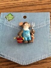 Charming Tails Pin Farmer Mouse Carrying A Bucket And Pitch Fork Euc