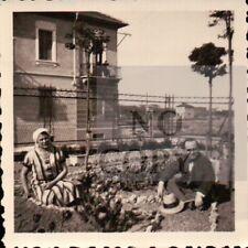 1933 - FOTO DI MARITO E MOGLIE IN GIARDINO AD ALESSANDRIA    C9-1162