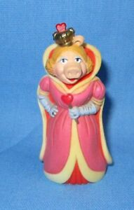 1981 Miss Piggy ~ Queen of Hearts Plastic Figurine