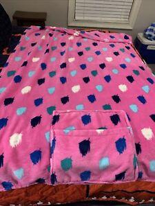"Vera Bradley Fleece Travel Throw Blanket Pillow 45"" x 60"" in Pink with blue dots"
