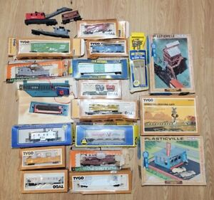 Vintage Mixed Lot HO Train Tracks AHM, Tyco Locomotive Engine Cars Parts Accs