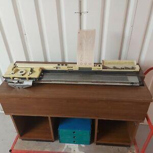 Knitmaster 700 & (optional) Cabinet