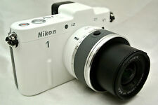 Nikon 1 V1 10.1 MP digital camera / 10-30mm lens *white
