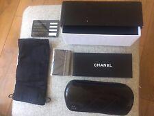 Chanel mujer Ojo De Gato Gafas para sol Marco Negro Lentes Negras