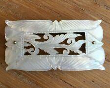 Ancienne boucle de ceinture nacre décor de feuillage
