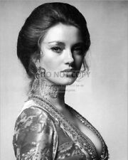 """JANE SEYMOUR IN """"LIVE AND LET DIE"""" JAMES BOND - 8X10 PUBLICITY PHOTO (FB-723)"""