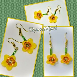 Dainty Novelty Daffodil Short Dangle Earrings...Gold Plated Hooks