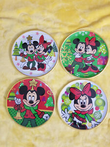 Disney Mickey and Minnie Mouse Christmas Plastic Plates 4 pc Used Diameter 8in