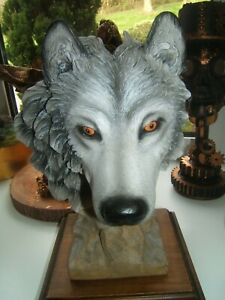 Nemesis Now large grey wolf head figure 28cm tall wood plinth great collectable