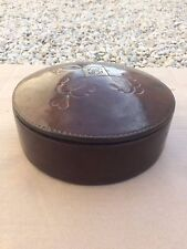 Boite à couture ou à bijoux ancienne en cuivre et cuir marouflé 1900