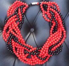 Colliers rouge et noir perles tressé dans un plat fait main