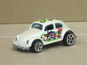 VW Käfer in perlmuttmetallic mit Dekor, ohne OVP, Hot Wheels, ca. 1:64