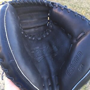 "NWOT Nike Pro Gold Tradition CMFA 32"" Catchers Mitt Black Right Hand Throw RHT"
