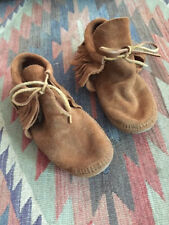 Womens Size 8 MINNETONKA Classic MOCCASIN SOFT SOLE FRINGE BOOTS Booties