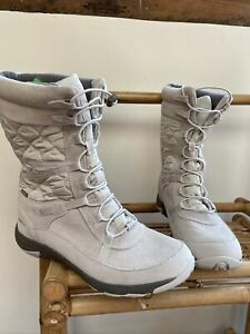 Merrell Size 7 / 40.5 Boots New