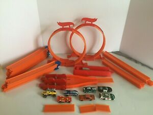 Hot Wheels Race Track Builder Includes 7 Cars and Track